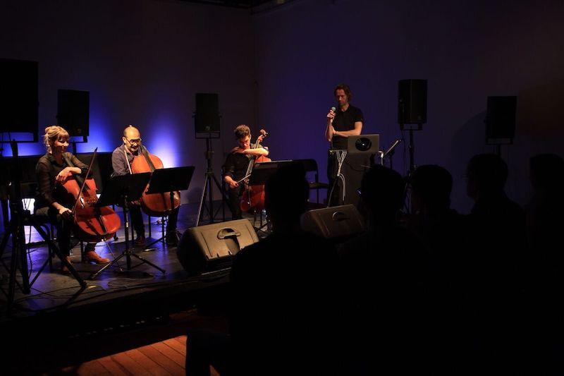 """El concierto anunciado como """"Cello Multitracks. Violonchelo y nuevas tecnologías"""", es una fusión de elementos orquestales, particularmente violonchelos, con tecnologías digitales"""