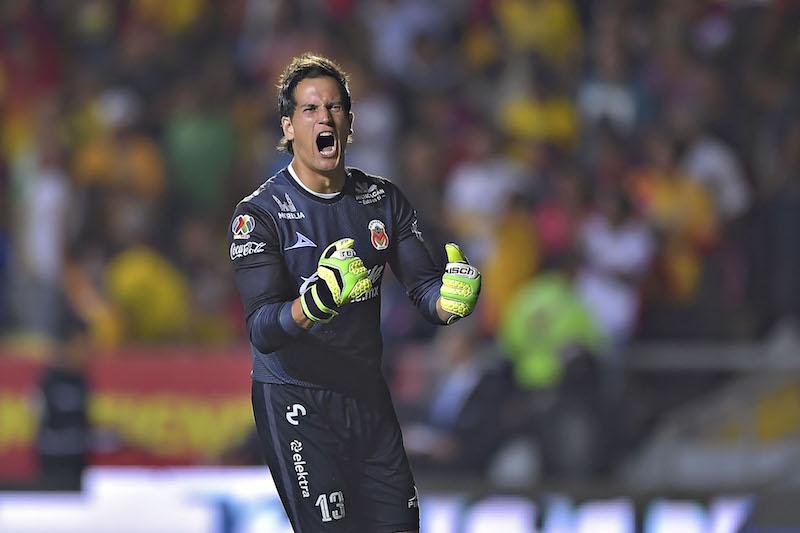 El arquero de Monarcas se hizo de la titularidad en el equipo desde el Torneo Apertura 2017 donde disputó las 17 fechas, lo mismo pasó en el Clausura 2018 y ahora en el Apertura 2018 solo le falta un juego