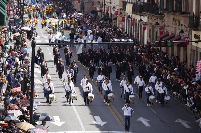 El desfile fue observado por el Gobernador Silvano Aureoles Conejo desde el palco principal de Palacio de Gobierno