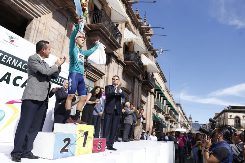 Silvano Aureoles reconoció el esfuerzo y dedicación de los campeones de las 6 etapas y de todos los equipos en general, quienes dieron lo mejor de sí en esta competencia de talla internacional