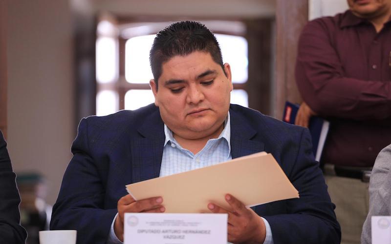 La entidad debe operar con lo que se tiene, ni más deuda ni aumento a impuestos en la revisión del presupuesto del gobierno estatal 2019, afirmó el diputado del PAN