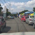 Tianguis en avenidas principales generan conflictos viales a automovilistas y problemas a vecinos