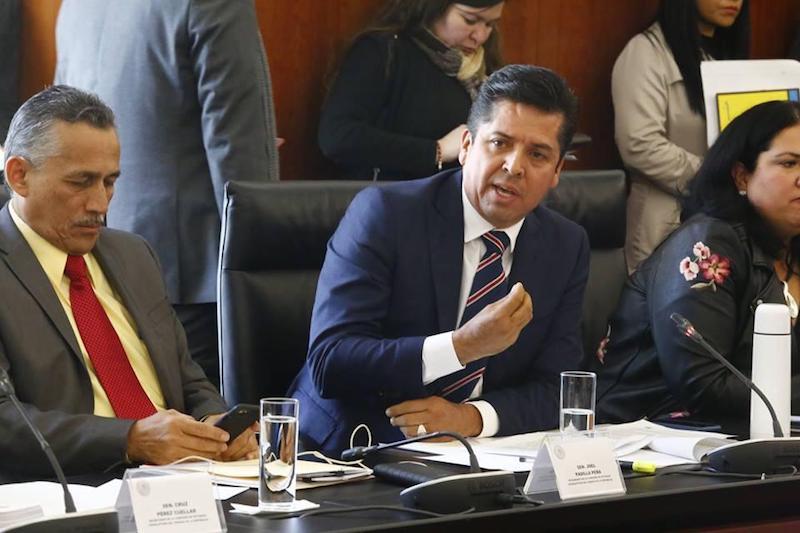 """""""Nuestro voto tal vez no tenga peso ante una mayoría, pero es pensando en el bien de la nación; independientemente de nuestros partidos hay que actuar con responsabilidad"""", señala el senador Antonio García"""