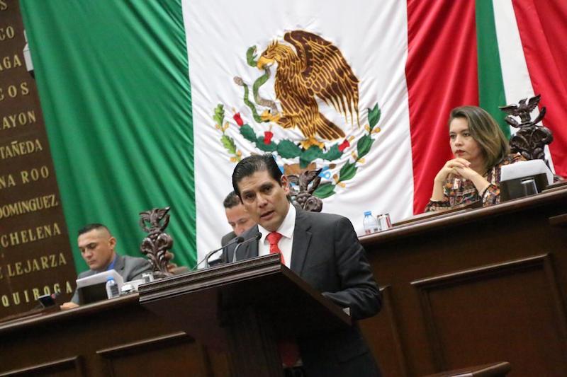 Núñez Aguilar reiteró que a consecuencia del crecimiento de la violencia, misma que se manifiesta día a día en robos, asaltos, secuestros y asesinatos en Michoacán y el país, surge el derecho y necesidad de defenderse de una agresión directa