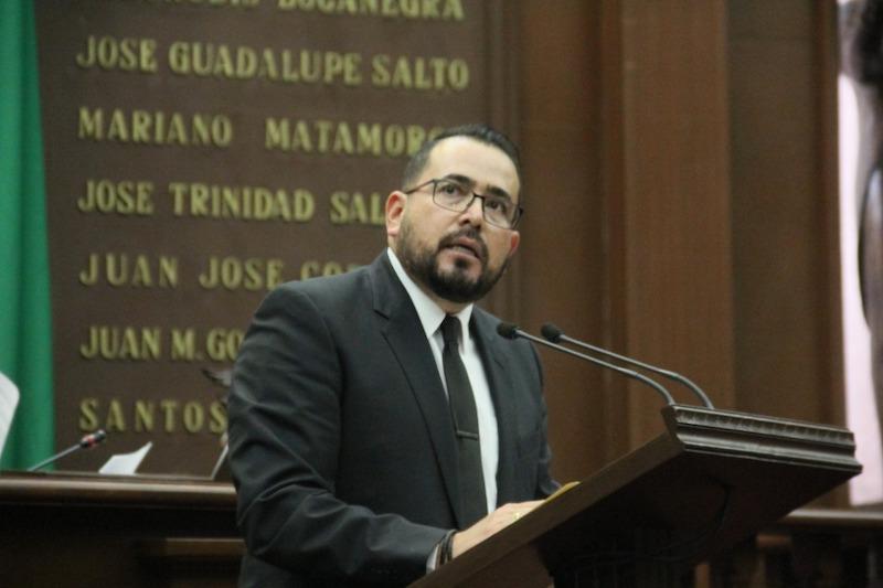Durante la presentación de un exhorto, el diputado del PRD recordó que la seguridad interior compete a los tres niveles de gobierno, y que es en una estructura coordinada que podrán sostenerse las acciones en la materia