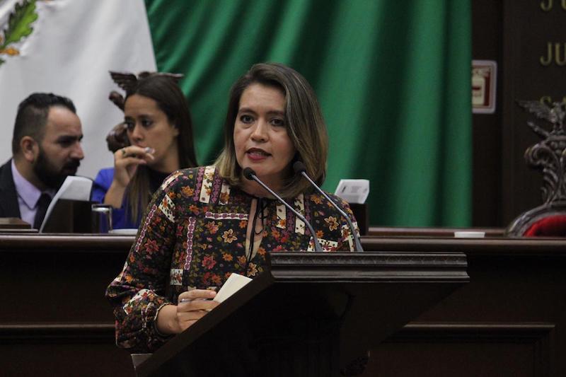 Yarabí Ávila manifestó que quienes interpretan la música mexicana deberán trabajar de la mano con el Ayuntamiento capitalino para que se haga realidad el contar con un lugar donde puedan trabajar