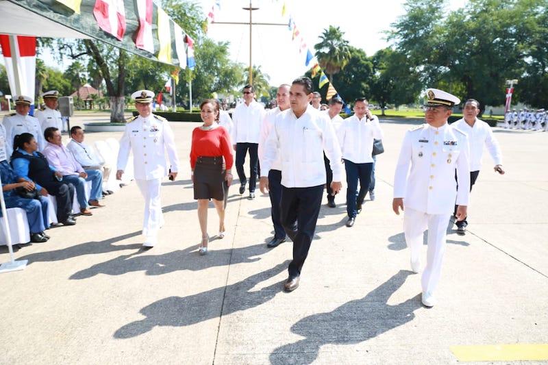 Acude a la entrega de condecoraciones de perseverancia a personal naval por 25, 20, 15 y 10 años de servicio, así como distintivos por buena conducta