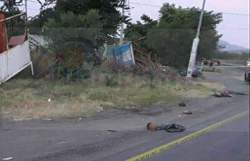 El macabro hallazgo lo realizaron habitantes de la zona cuando se percataron  que las bolsas se encontraban en la carretera y las extremidades tiradas en la cinta asfáltica