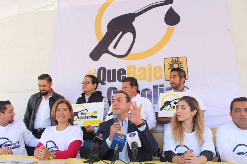 Soto Sánchez demandó al presidente electo, Andrés Manuel López Obrador y su partido, el Morena, que cumplan con sus compromisos de campaña de bajar los precios de las gasolinas, el gas y la electricidad