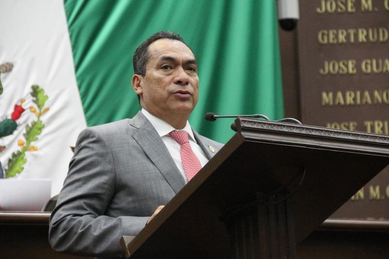 López Solís señaló que, en el caso de Michoacán, el Acuerdo de Modernización que mandataba la descentralización a las entidades nunca cumplió sus objetivos, como fue el fortalecer el sistema educativo