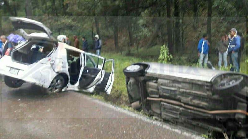 Testigos indicaron que el vehículo Nissan derrapó debido a que la cinta asfáltica se encontraba mojada y chocó contra el vehículo Chevy