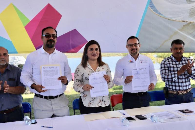 Julio Vargas Medina titular de la Compesca, recordó que hace uso días se firmó el convenio y se hizo la entrega de las primeras 300 pólizas a pescadores de la comunidad de La Palma, en el municipio de Angamacutiro