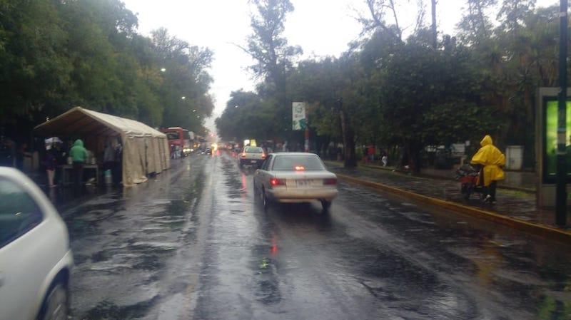Los manifestantes ha comenzado la instalación de una gran tienda de campaña, bloquean un carril en dirección a la Avenida Acueducto