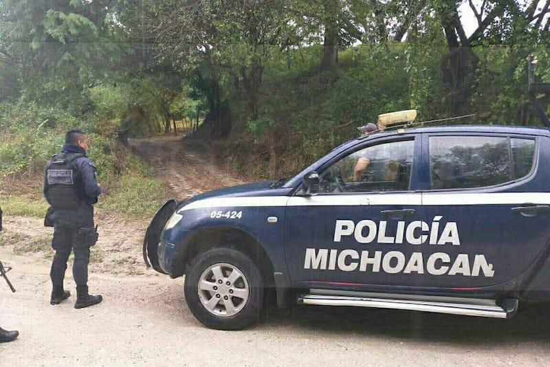 El cuerpo del infortunado que permanece en calidad de desconocido hasta el momento fue localizado por ciudadanos que caminaban sobre una brecha, los cuales dieron aviso a las autoridades