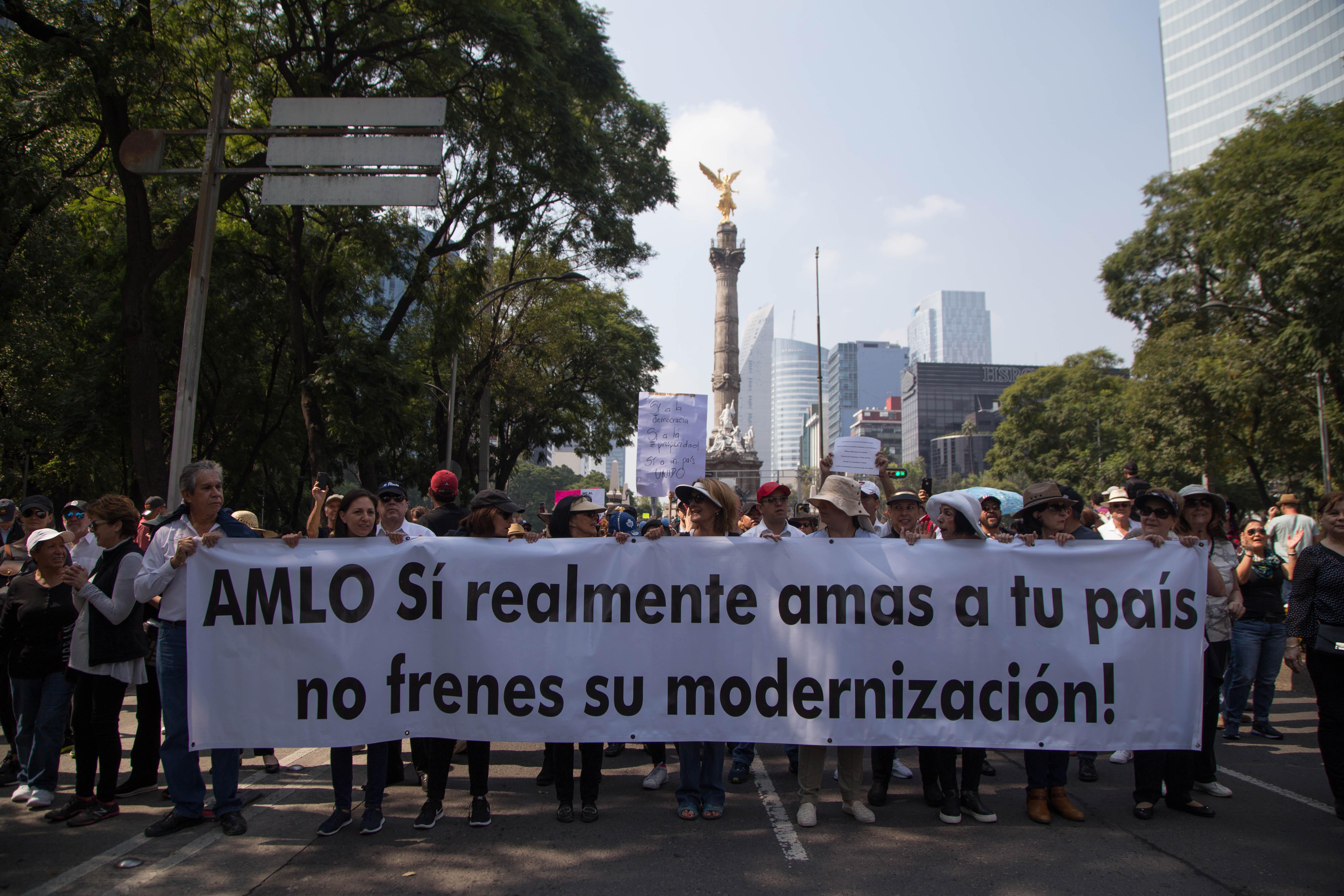 Según la SSP de la Ciudad de México, el número de participantes rondó las 5 mil 500 personas, aunque algunos medios de comunicación destacaron que era obvio que el grueso del contingente eran personas que no acostumbran a marchar ni a movilizarse