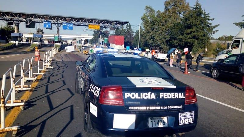 Como cada vez que ocurren estas acciones, los automovilistas y pasajeros debieron circular por la Autopista de Occidente sin el debido seguro de viajero