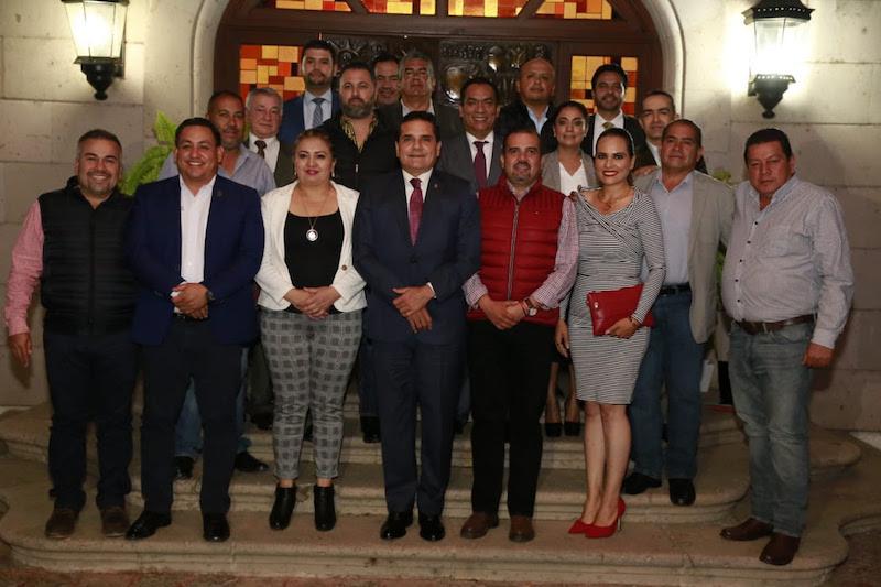 A esta reunión se sumaron los diputados locales, Adrián López Solís y Octavio Ocampo Córdova, quienes también externaron su respaldo al Gobernador Silvano Aureoles