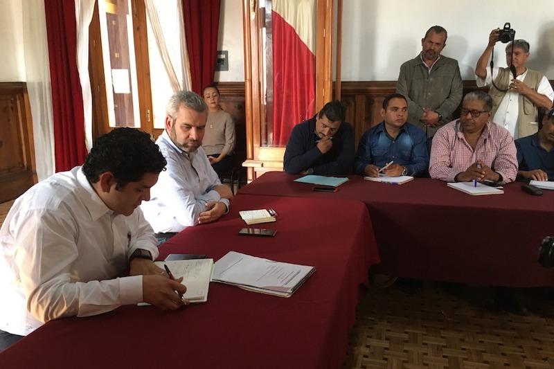 Exigen docentes que se audite al Gobierno del Estado en el rubro educativo; legisladores morenistas ofrecen respaldo a la propuesta