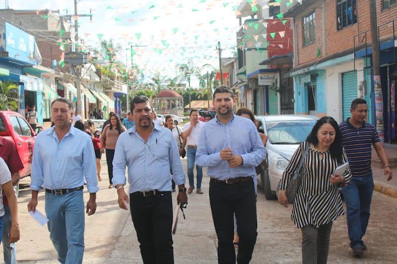 Octavio Ocampo pidió a las autoridades municipales priorizar las obras que más apremian a la gente, a fin de ir juntos por los recursos que se requieren ante la federación y estado