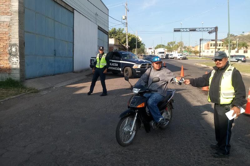 Los uniformados invitaron tanto a ciclistas como automovilistas a usar el casco de seguridad; asimismo, a hacer uso exclusivo del carril de extrema derecha y no rebasar
