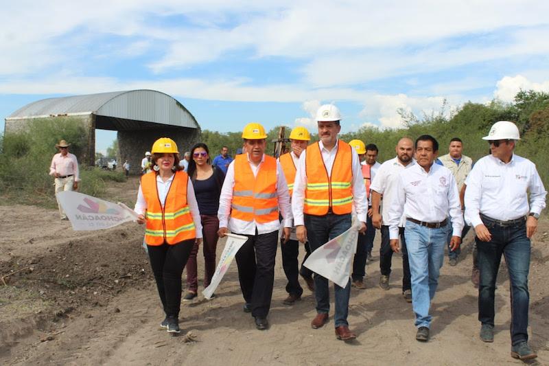 En el caso del relleno de Apatzingán, éste se habilita en un predio de la ampliación del Ejido Parácuaro, en el kilómetro 4+300 de la carretera Apatzingán-El Pino