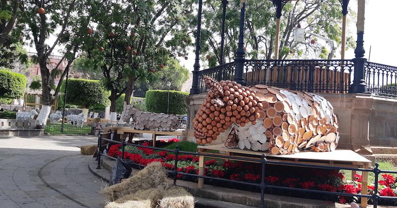 Monroy García desmintió versiones en el sentido de que la anterior administración municipal compró luces navideñas por 5 millones de pesos, pues aseguró que esas no existen en los inventarios del Ayuntamiento de Morelia