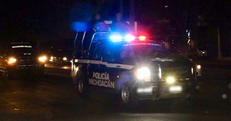 El hecho ocurrió minutos antes de la medianoche, cuando vecinos de la calle Sierra de Pichataro reportaron al número de emergencias detonaciones de arma de fuego en el interior de una vivienda marcada con el número 82