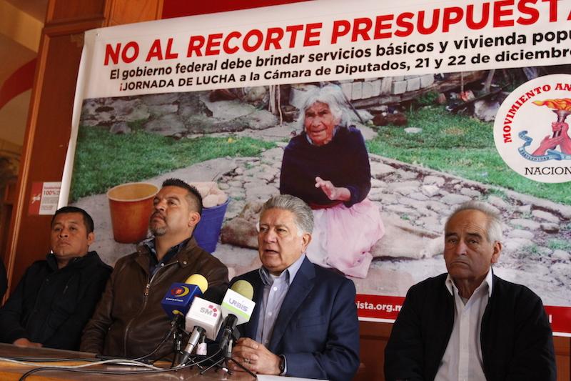 Carreón Abud mencionó que el día de hoy iniciarían las movilizaciones para para hacer saber que el Movimiento Antorchista no está de acuerdo con los drásticos recortes que se están haciendo a las obras para los mexicanos más necesitados y para los michoacanos