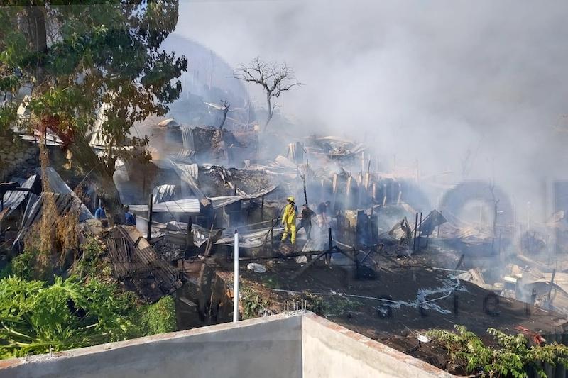 No se reportan persona lesionadas ni víctimas mortales por el voraz incendio, pero sí el fallecimiento de más de una docena de mascotas que quedaron atrapadas entre las llamas