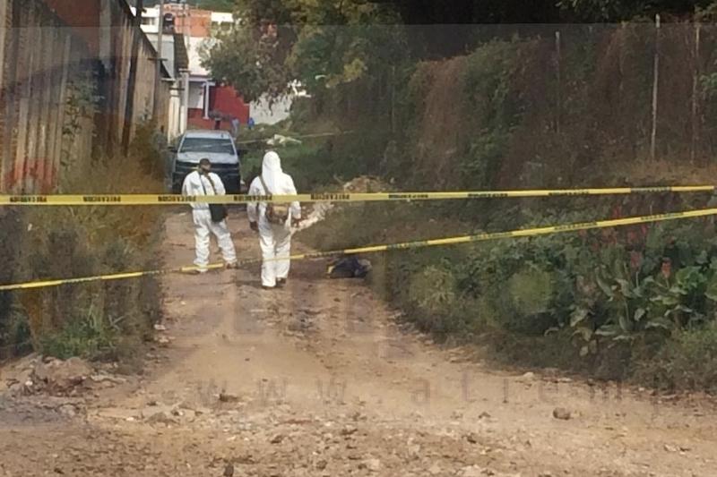 De inmediato al lugar se desplazaron los elementos de la Policía Municipal, quienes confirmaron la denuncia y acordonaron el área para preservar la escena del crimen