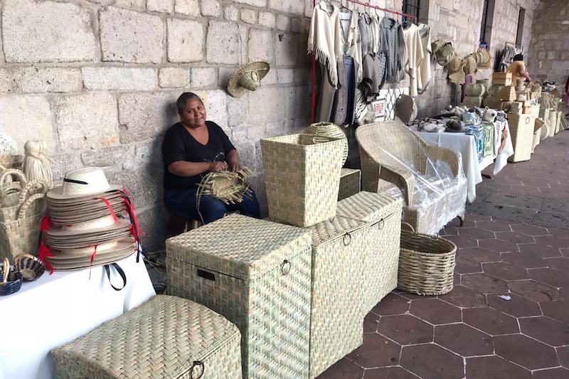 Reyes Oseguera puntualizó que también, a través de las muestras artesanales, los artífices llevan lo más representativo del quehacer artesanal y esto permite consolidar a Michoacán como destino turístico-cultural