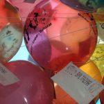 Monroy García los globos se elevan, entregan la carta a los Reyes y después, se desinflan terminando en diferentes partes de la ciudad lo que provoca problemas ambientales
