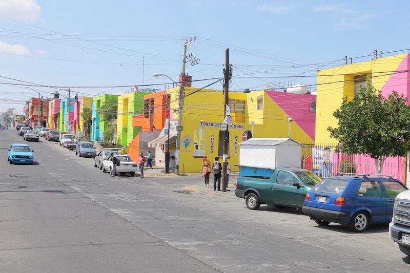 El titular de la SEDESOH señaló que, durante el 2018, se pintaron fachadas de casas, unidades habitacionales, centros históricos y colonias vulnerables