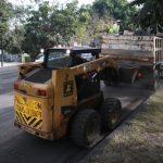 Las labores han incluido el bacheo y taponeo de las grietas que presentaba la superficie de rodamiento, para proceder al balizamiento de la misma y liberar el tránsito en dicho trayecto este mismo día