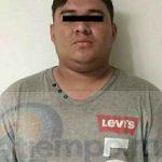 Fue identificado y señalado por un afectado, quién indicó a las autoridades que dicho joven los había asaltado con un arma horas antes en una tortillería en la colonia Lucio Cabañas