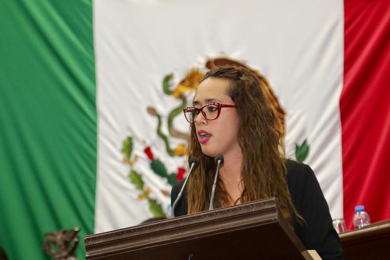 La legisladora llamó a los interesados a seguir todas sus intervenciones en el Pleno del Congreso de Michoacán, en donde incluso, razonó su voto en contra de la Ley Hacendaria para el Estado