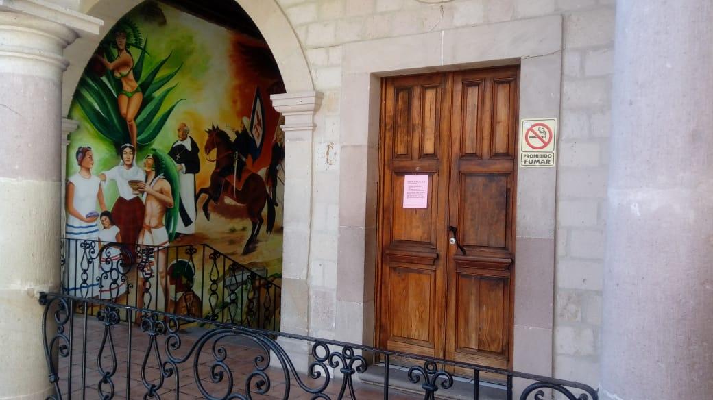 Así lucía el Ayuntamiento de Tarímbaro en los momentos en que personal de la alcaldía se encontraba, en horario laboral, realizando actos de violencia en el Congreso del Estado.