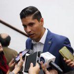 Javier Paredes dijo que es incomprensible la insistencia del presidente en decir que no hay desabasto del combustible cuando en las calles, en las ciudades, las filas parecen interminables para abastecerse y poder realizar sus actividades cotidianas