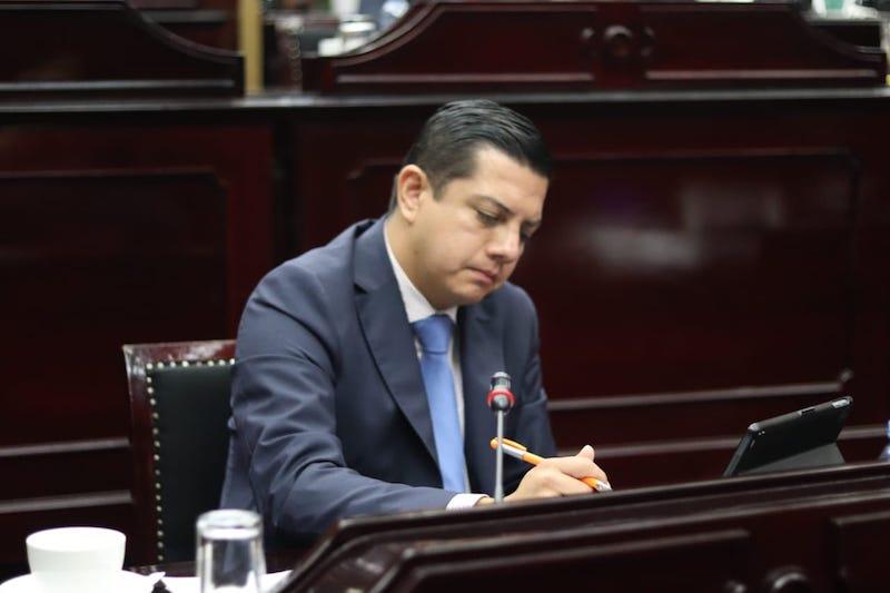 Escobar Ledesma expresó que con este aumento del 13.35% en el presupuesto, se podrá avanzar en las problemáticas que se tienen en el área como son el abasto de medicamentos
