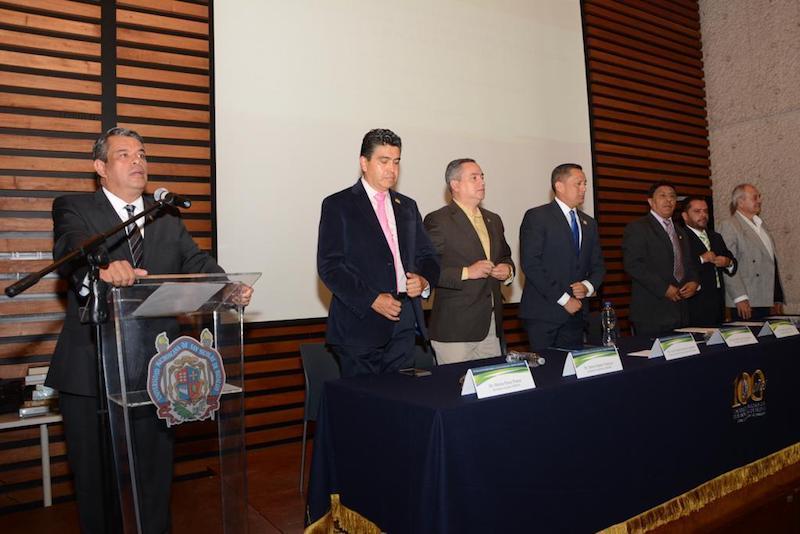 García Espinosa explicó que se debe realizar, de manera responsable, de la mano de los sindicatos, una revisión de las prestaciones no reconocidas, para gestionar su reconocimiento ante las instancias correspondientes