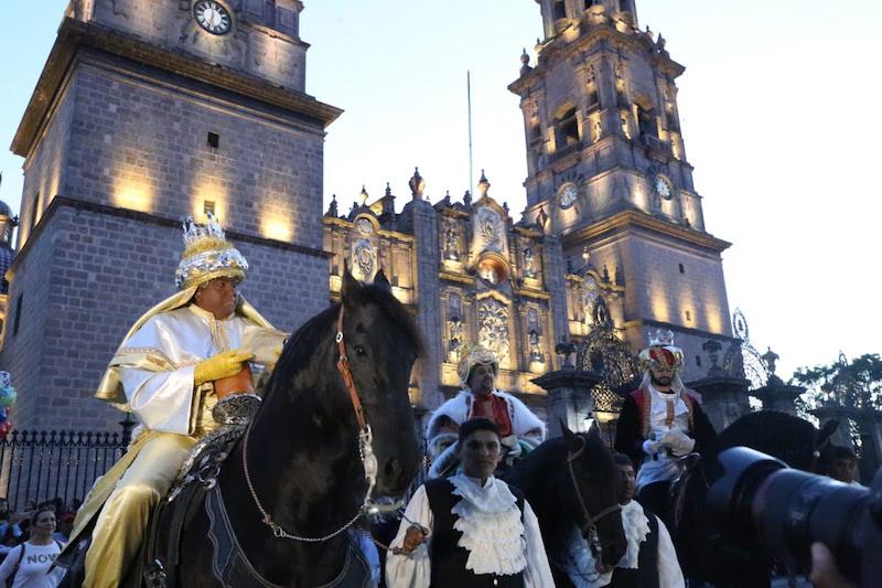 Con alegría e ilusión las familias convivieron y disfrutaron de la Cabalgata del Día de Reyes 2019, organizada por el Gobierno del Estado y el Ayuntamiento de Morelia