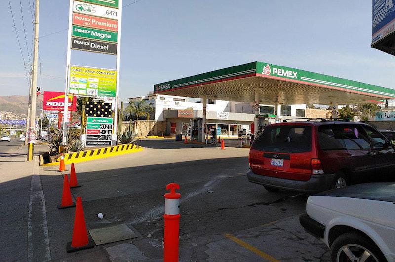 En Michoacán, la prensa local reporta que alrededor del 90 por ciento de las estaciones están cerradas, mientras que en Querétaro, Tamaulipas y el Estado de México, la problemática cumplió ya una semana
