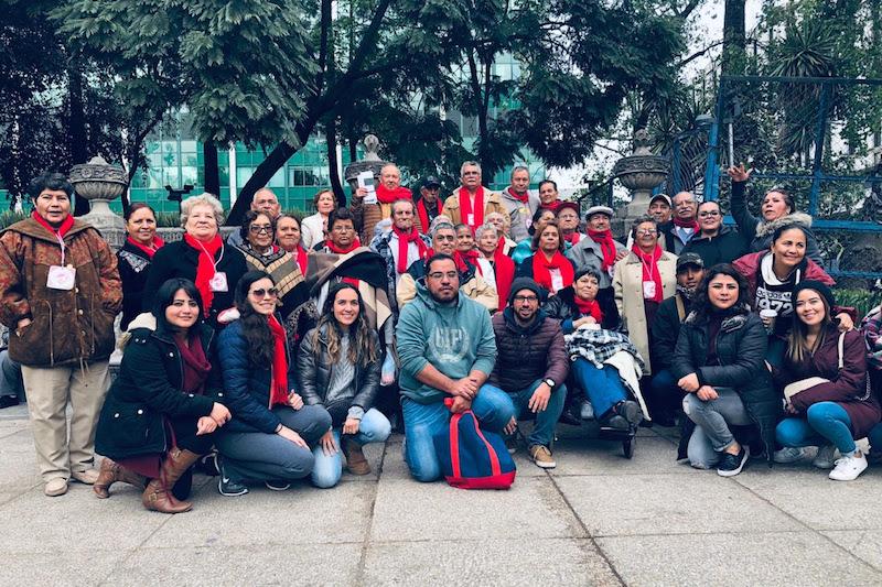 Acompañados por personal de la Semigrante y del ayuntamiento, 24 madres y padres de familia del municipio de Nuevo Urecho, llegaron hasta las instalaciones de la embajada de Estados Unidos en México