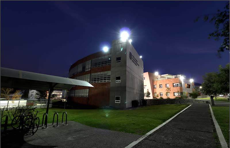 La UNAM es una universidad pública y gratuita, además, ofrece al estudiante distintas clases de becas, alternativas para la movilidad estudiantil nacional e internacional y un modelo educativo de vanguardia