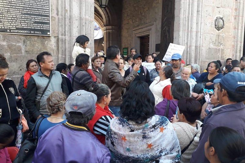 Núñez Medina dijo también ante los presentes que seguirán acudiendo a la presidencia las veces que sea necesario hasta lograr ser escuchados