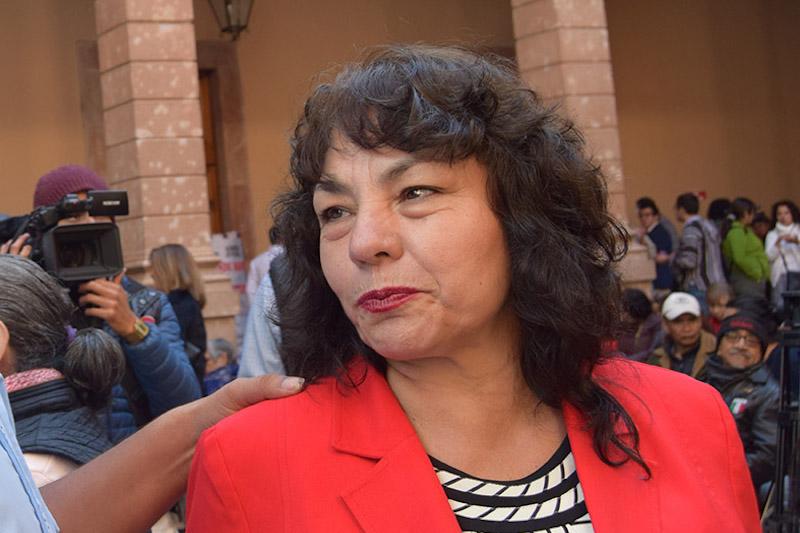 María del Carmen Cortés criticó a quienes cuestionan la estrategia a través de los medios de comunicación y las redes sociales, especialmente a los ex presidentes de la República