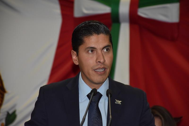 Con esta Representación Parlamentaria, explicó Paredes Andrade, se da un paso más para que la agenda legislativa de los ciudadanos sea colocada para su discusión dentro de la agenda del Congreso del Estado