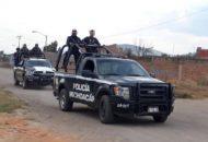 """Durante el desbloqueo de la vialidad, la Policía Michoacán detuvo a Bernardo M., alias """"El Chilaquil""""; en la acción también se aseguraron 14 vehículos"""