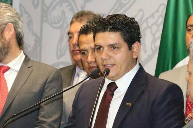 Es incorrecto que el titular del ejecutivo se desentienda del pago correspondiente a la primera quincena de enero y a las prestaciones adeudadas al magisterio michoacano, en tanto no sea concluido el nuevo convenio