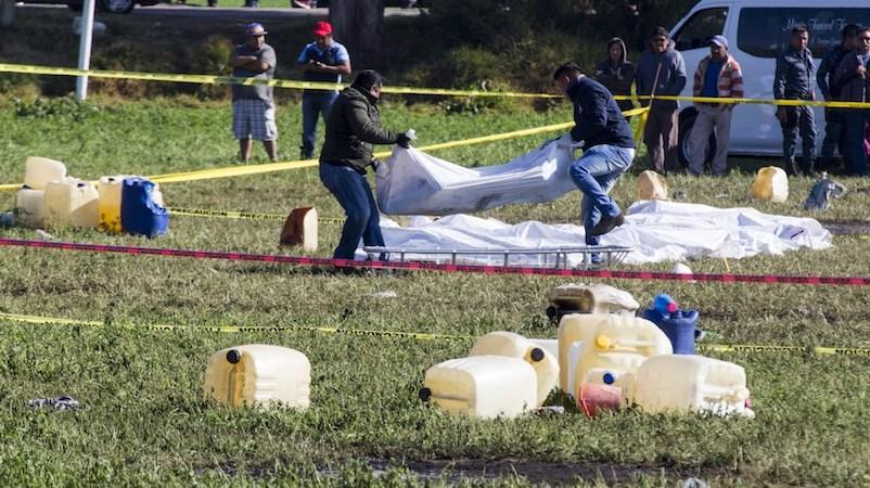 El titular de la Fiscalía General de la República, Alejandro Gertz Manero reiteró que la teoría sobre la causa de la explosión que se expuso ayer en la tarde, es sólo una de las posibles líneas de investigación
